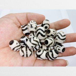 Đá dzi bead tròn hàng C vân trắng đen cuốn hút với các vân bảo bình 3 mắt răng hổ