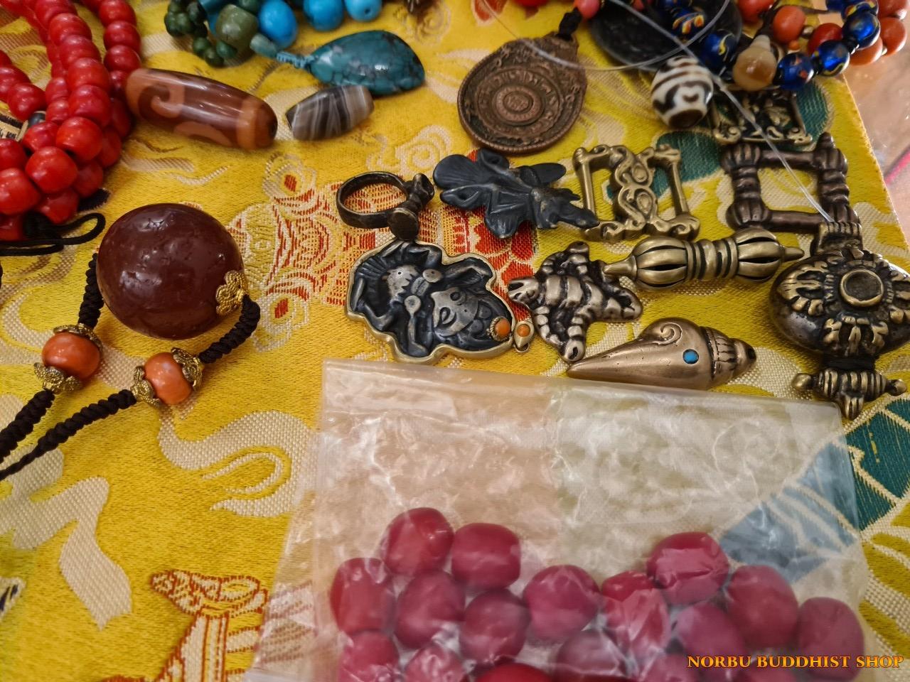 Tổng hợp vật phẩm Tây Tạng tại lần offline Văn hóa Tibet ở Hà Nội 1