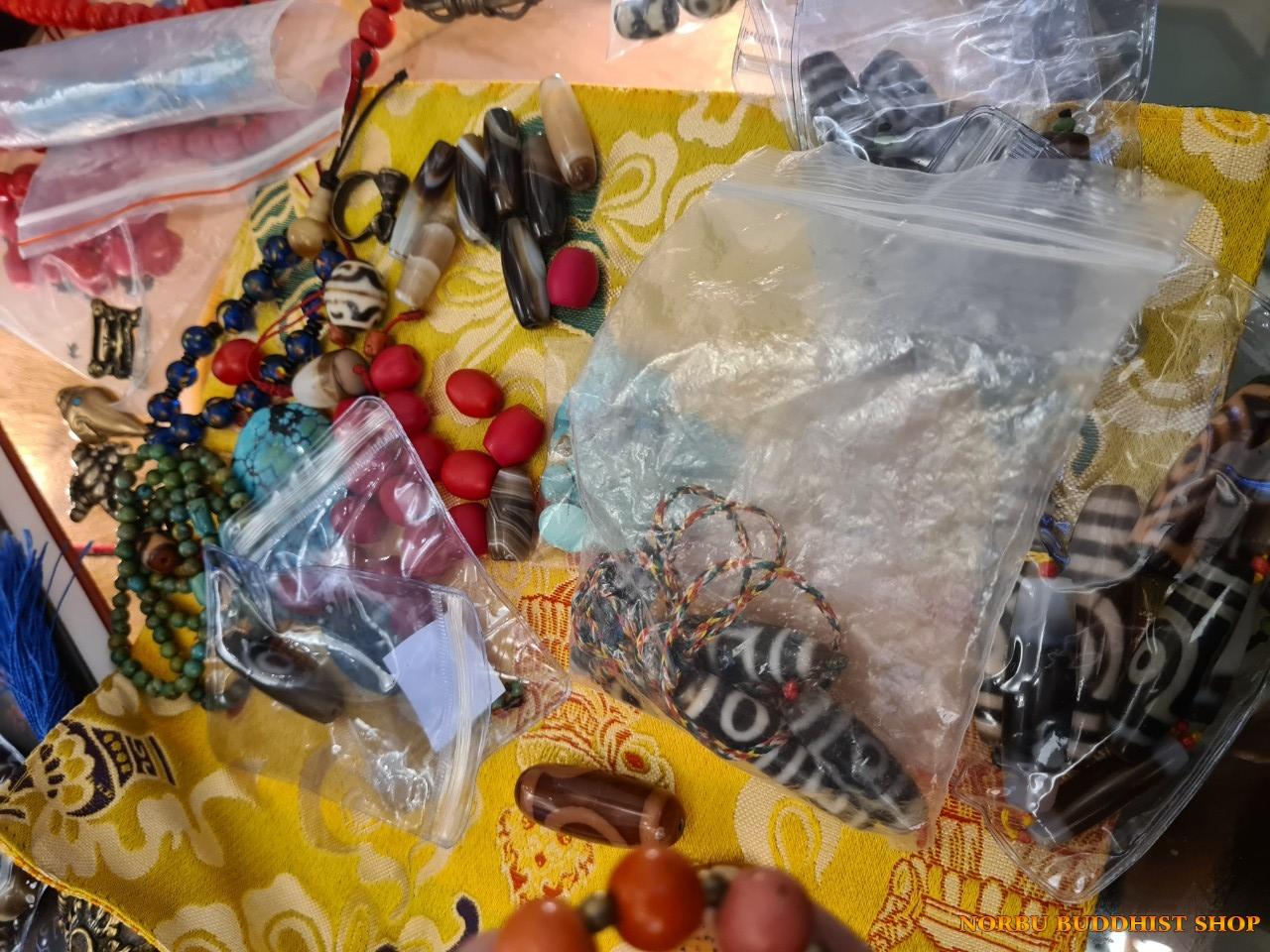 Tổng hợp vật phẩm Tây Tạng tại lần offline Văn hóa Tibet ở Hà Nội 2