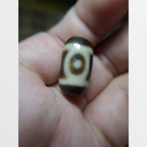 Dzi bead 3 mắt same old dạng ngắn mini nhỏ với chất đá cận old nhất có thể hàng Đài Loan