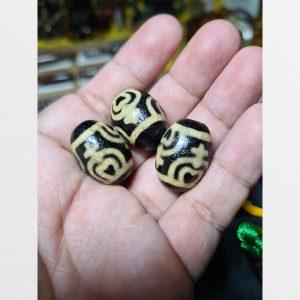 Dzi bead bảo bình tròn đen vân vàng cỡ vừa