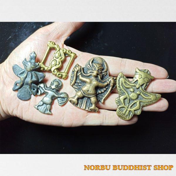 Old thokcha Tibet bùa hộ mệnh Tây Tạng bằng đồng cổ hình kim sí điểu đẹp