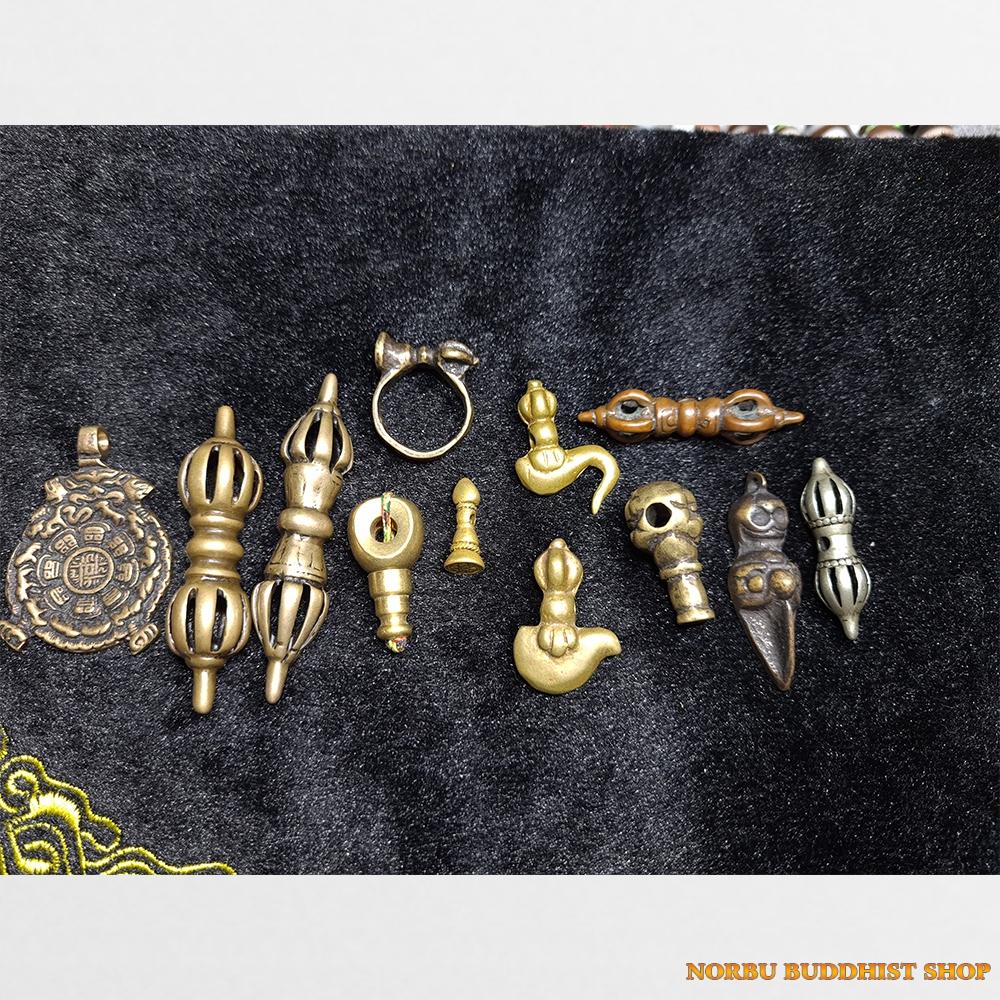 Tổng hợp Old Thokcha Ancient Copper Tibet gồm Dorje chày kim cương cửu cung dao phurba