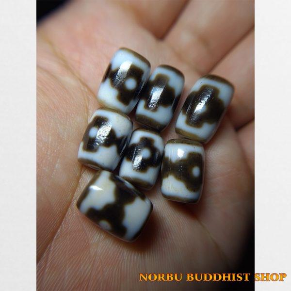 Dzi bead 7 viên thiên châu 3 chấm chữ thập thân dầu tuyển chọn cỡ nhỏ dễ mix