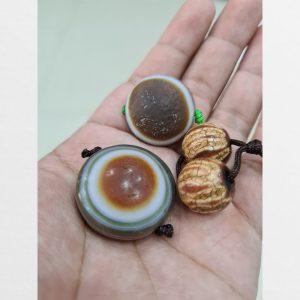Hai viên dzi bead Lukmi mắt dê và 1 cặp dzi tròn pumtek đặc biệt