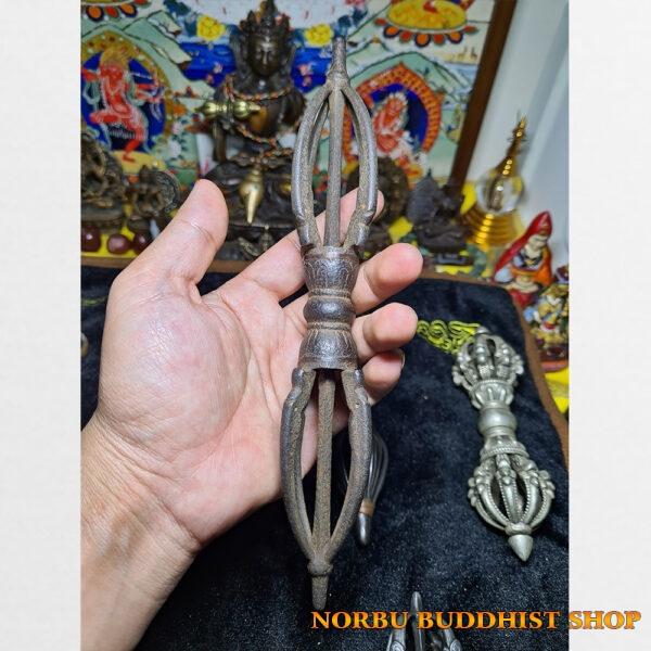 Chày kim cương 5 chấu chất liệu sắt xưa Tây Tạng thiết kế độc lạ hiếm gặp bản lớn