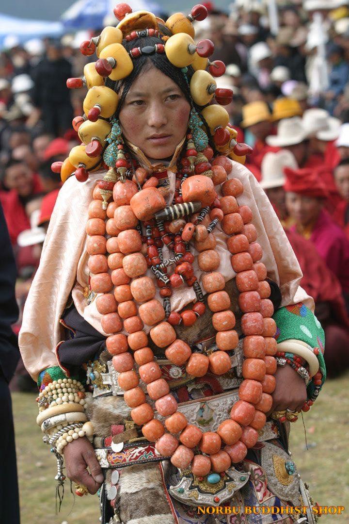 Bạn đã biết về những báu vật trang sức tâm linh của người dân Tây Tạng? 1