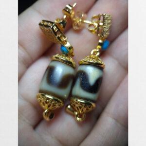 Cặp hoa tai đính đá dzi bead răng hổ từ Tibet