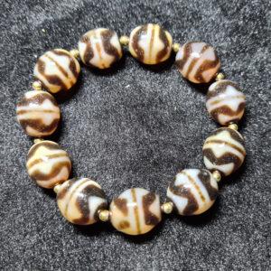 Vòng tay dzi bead răng hổ nguyên chiếc từ Tibet