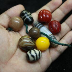 Tổng hợp dzi bead răng hổ mã não lưu li đỏ bí ngô từ Tibet