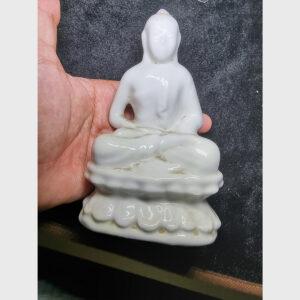 Tượng Đức Phật bằng gốm lâu đời xưa