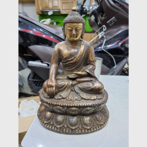 Khách đã thỉnh: tượng cổ Đức Phật theo truyền thống đại thừa