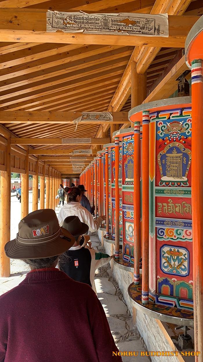 Kinh Luân Tây Tạng là gì và ý nghĩa tịnh hóa nghiệp chướng của pháp khí 2