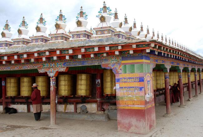 Kinh Luân Tây Tạng là gì và ý nghĩa tịnh hóa nghiệp chướng của pháp khí