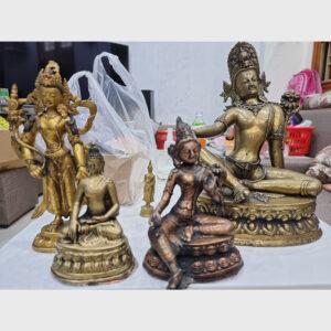 Khách đã thỉnh: bộ sưu tầm tượng cổ ngài Quán Âm, ngài Tara Xanh, và Đức Phật