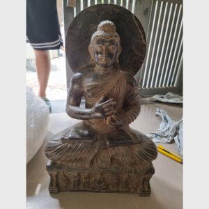 Khách đã thỉnh: tượng cổ Đức Phật bằng đá nguyên khối