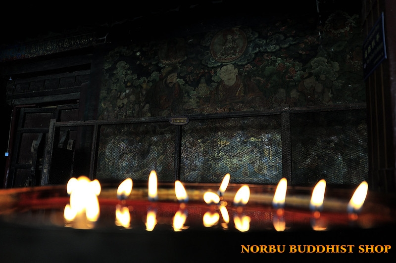 Lợi ích của việc đốt đèn bơ dâng ánh sáng cúng dường chư Phật 1