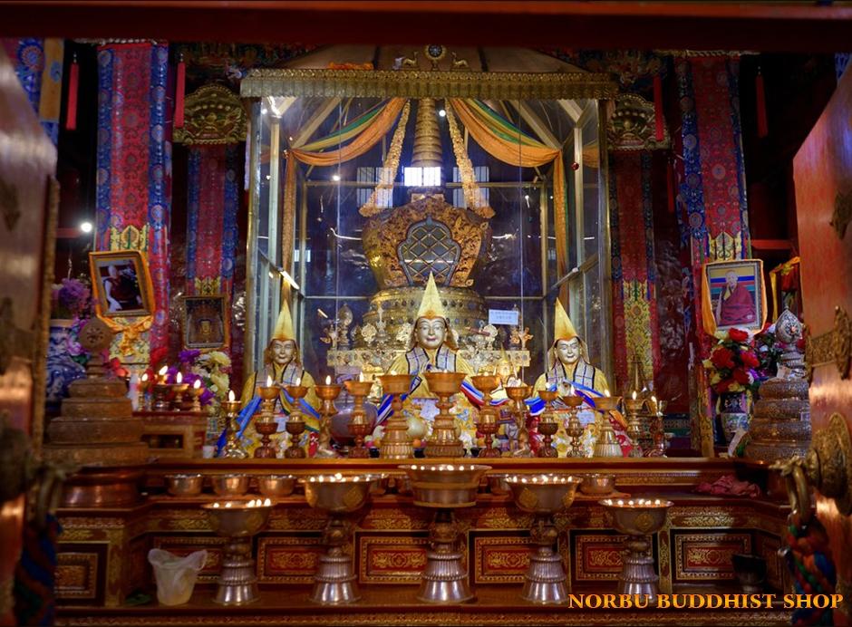 Lợi ích của việc đốt đèn bơ dâng ánh sáng cúng dường chư Phật